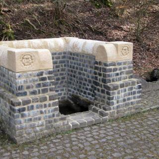 An der Römischen Wasserleitung: Quellfassung Grüner Pütz