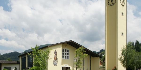 Pfarrkirche Heiliger Fidelis mit Friedhof