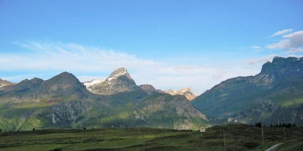 Etappe 11: Piz Platta von der Alp Flix aus gesehen