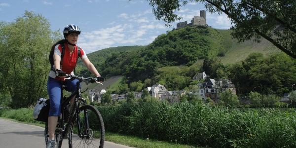 Der Mosel-Radweg bei Bernkastel-Kues