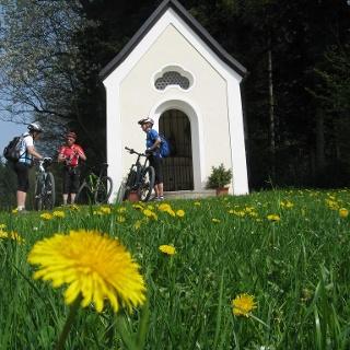 Kurze Rast an einer Kapelle