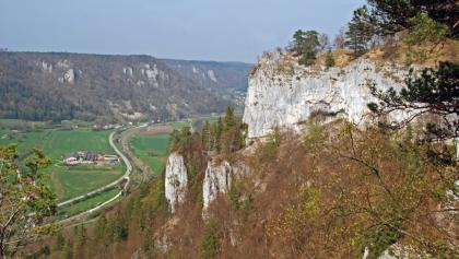Der Bischofsfelsen über dem Donautal
