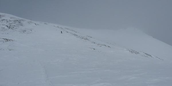 Die letzten Meter hinauf zum Gipfel (rechts)