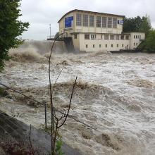 Die Iller führt nach Starkregen extrem viel Wasser.