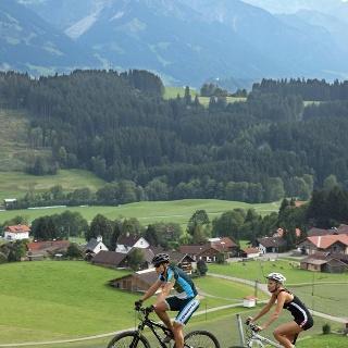 Radfahren im Bergdorf