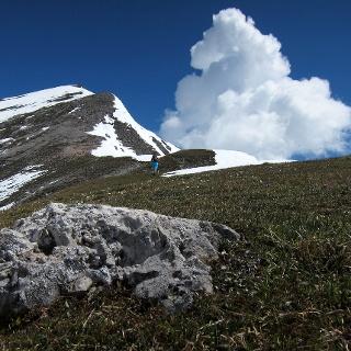 Apere Stellen und Schneefelder vor dem Gleirsch Gipfel.