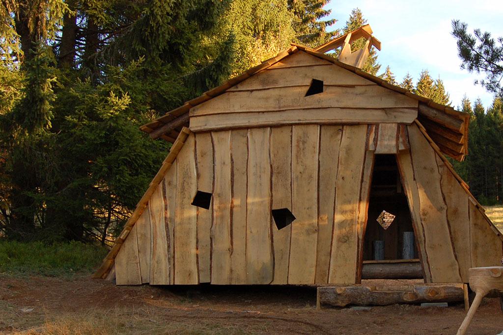 Gegen Ende des Zauberwald-Pfads steht eine Zauberhütte für die Kinder