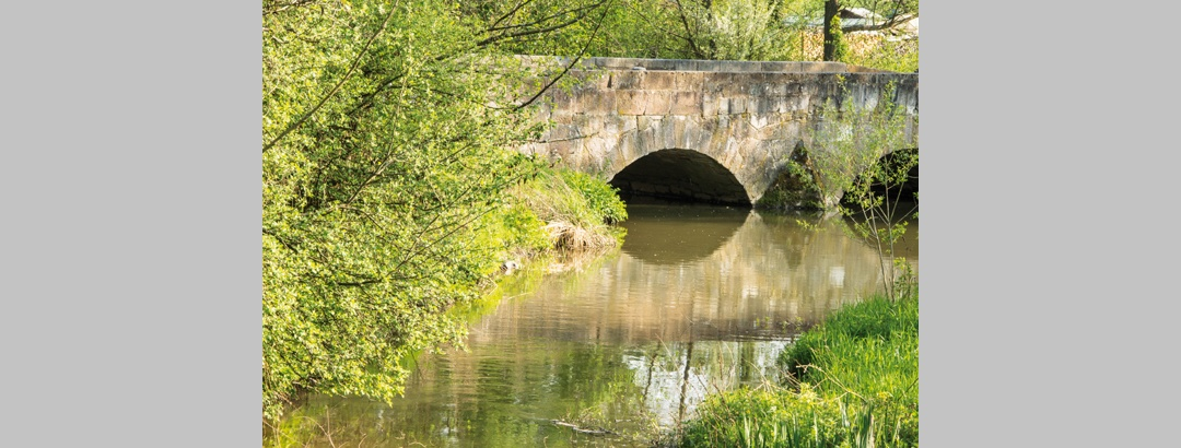 Steinbrücke über die Salzböde