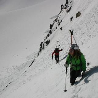 Aufstieg durch die ca. 45° steilen Flanke