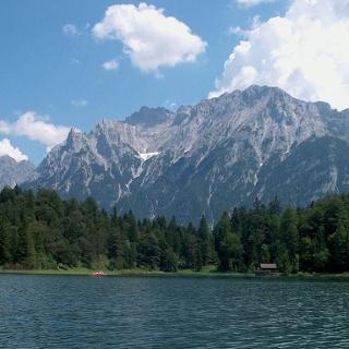 Der Lautersee vor dem Karwendel
