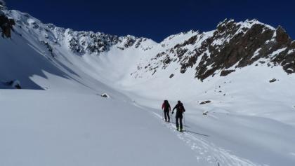 Der letzte kurze sanfte Anstieg durch das Lange Wannenkar, bevor wir steil zum Gipfel aufsteigen.