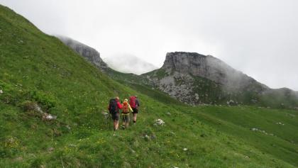 Ein wunderschöner Höhenweg führt von der Oberen Überlutalpe bis zum Ischkarneier Fürggele.