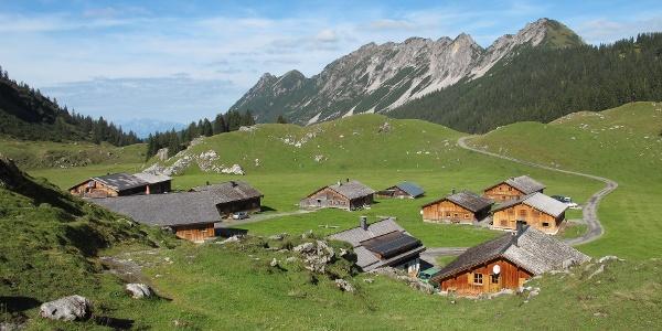 Die Alpe Laguz mit Breithorn und Kellaspitze im Hintergrund
