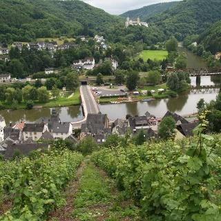Blick aus den Weinbergen auf Obernhof an der Lahn und Kloster Arnstein
