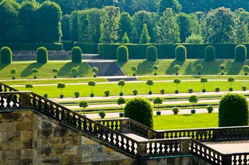 Foto Barockgarten_Grosssedlitz_Untere_Orangerieparterre_mit Blick_auf_Untere_Orangerie(c)_ErnstWrba
