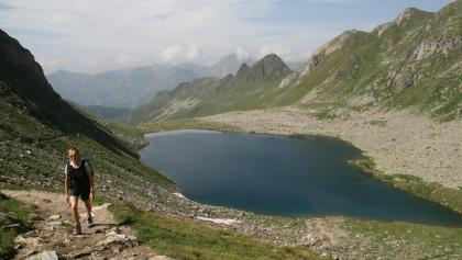 Der Eisbruggsee, ein Naturjuwel inmitten der Pfunderer Berge.