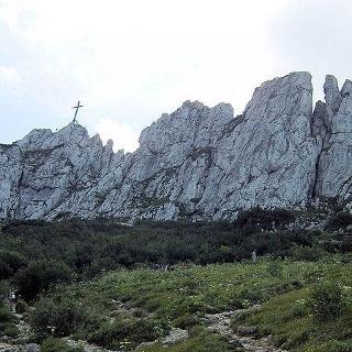 Der zerklüftete Felsgipfel der Kampenwand