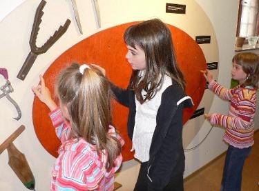 Kinder im Forstmuseum Alt Ruppin