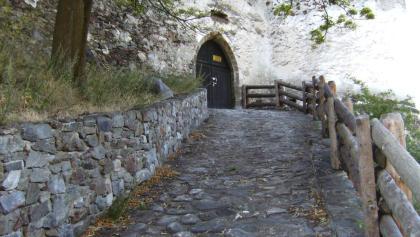 Das Schlosstor von Schloss Annaberg.