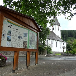 Startpunkt des Wanderweges um Ramsbeck an der St. Magaretha Kirche