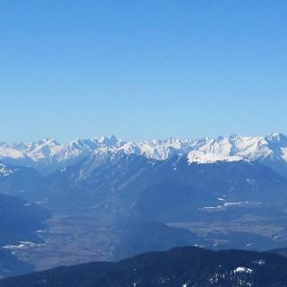 Blick vom Seefelder Joch auf Inntal und Mieminger Plateau.