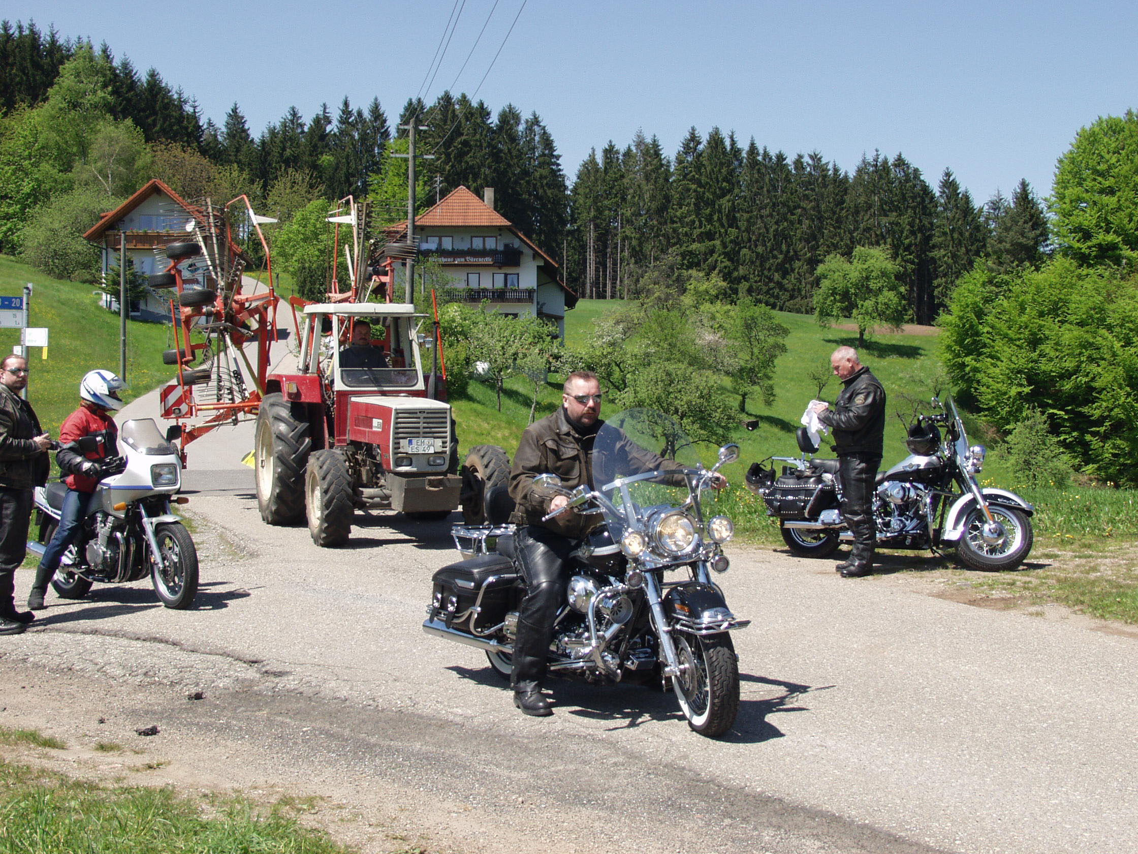 Mit dem Motorrad durch Wein und Reben