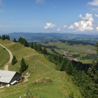 Blick vom Hochhäderich auf das Berggasthaus Hochhäderich