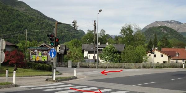 In Pfandl müssen wir zwei Mal die Straße überqueren.
