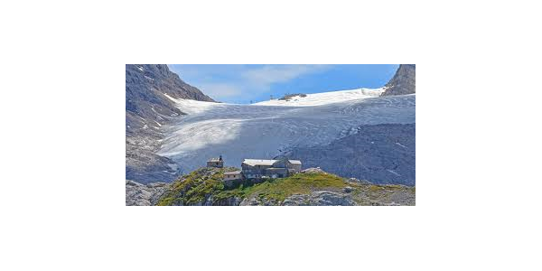 Sirmonyhütte mit Blick auf den Dachsteingletscher