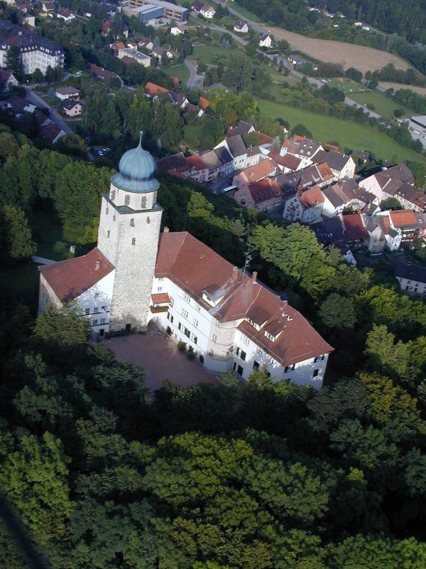 Rundwanderung zu den Judenlöchern beim Schloss Hohenlupfen
