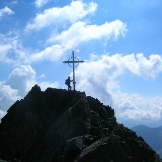 Gipfelglück auf der Hohen Villerspitze (3087 m).