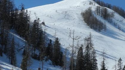 Gut zu sehen ist die Aufstiegsroute aufgrund der vielen Schitourengeher.