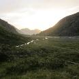 Aufbruch von der Franz-Senn-Hütte kurz vor Sonnenaufgang (konkret: 06:00 Uhr). Blick zurück Richtung Kalkkögel.