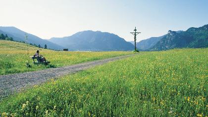 Wanderung Altherrenweg - Bank mit herrlicher Aussicht bei Unterammergau