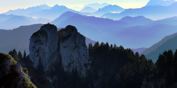 Bergtour Ettaler Manndl - Gipfel mit Estergebirge und Fernblick bis zum Wilden Kaiser