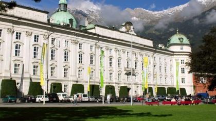 Die Hofburg in Innsbruck vom Rennweg aus gesehen.