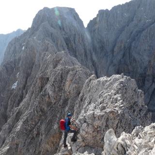 Wunderschön verläuft der Klettersteig am Grat.