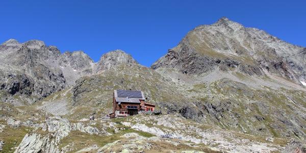 Die Hütte mit Klammerscharte und Hornkopf