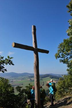 Gipfelkreuz St. Muffert - Panoramablick über den Diemelsee