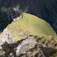 Rückblick auf die Wegspur entlang der steilen Bösen Wand