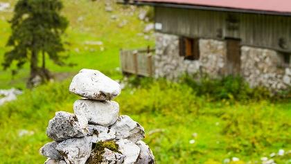 teilweise weisen Steinmänner den Weg zur Hütte