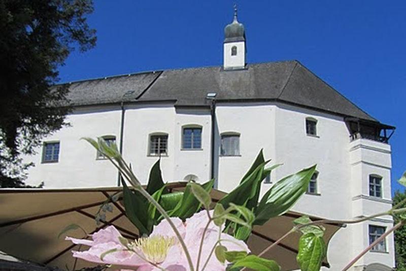 Schloss Amerang-©Autor: www.schlossamerang.de, Quelle: Unbekannt