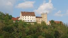Zum Schloss Weitenburg über dem Neckartal