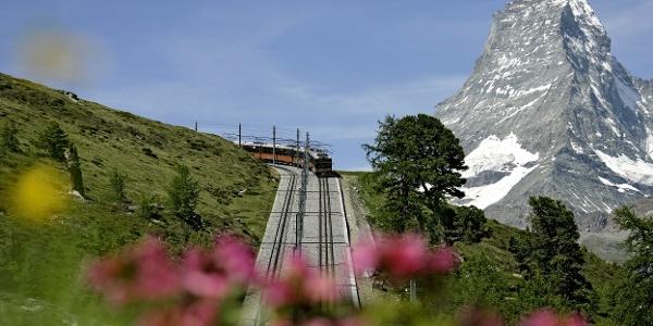Gornergrat Bahn mit dem Matterhorn (4'478 m) im Hintergrund