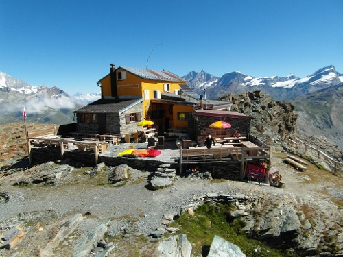 Gandegg hut with view of the Lower Theodul Glacier