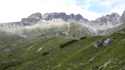 Hermann von Barth Hütte und rechts Plattenspitze