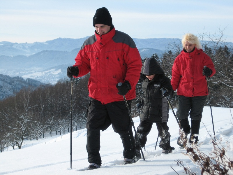 Schneeschuhwandern auf fast 1.000 Meter Höhe: Gipfelpfad