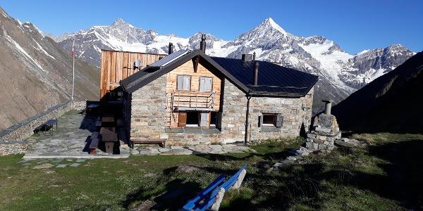 Täschhütte SAC (3'701 m)