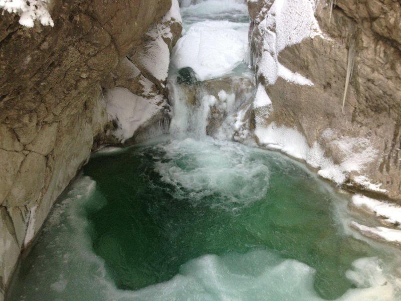 Wasserfall beim Tazlwurm im Winter.