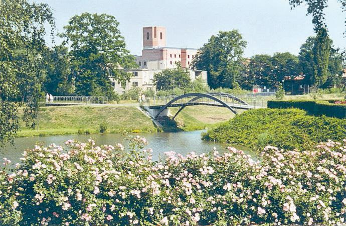 Gondelteich mit Blick auf das Schloss Großenhain